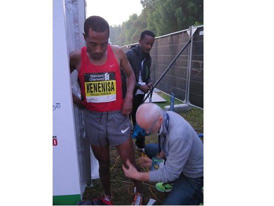 Kenenisa Bekele cade e  si ritira, niente record mondiale nella maratona di  Dubai
