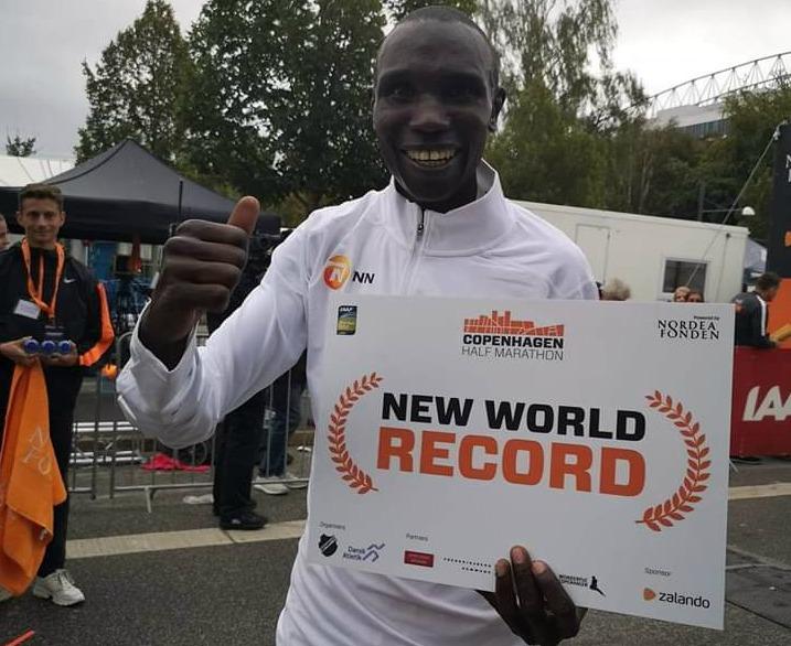 Strepitoso record del mondo della mezza maratona di Kamworor a Copenhagen