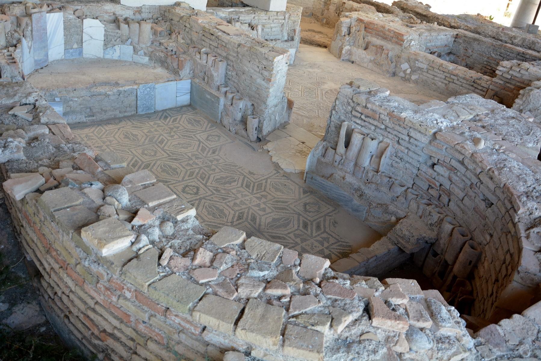 Casignana (RC) - La Villa romana: i mosaici e le terme.