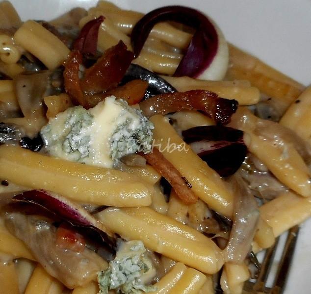 Pasta al radicchio rosso e gorgonzola con speck