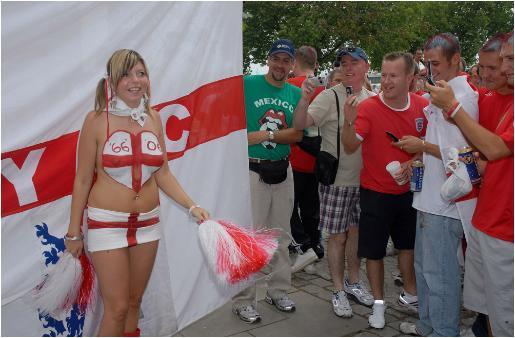 Inghilterra: solo un pari anche con l'Algeria. Trentamila supporters sugli spalti.