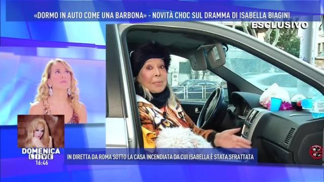 """Domenica Live, Isabella Biagini: """"Dormo in auto come una barbona"""""""