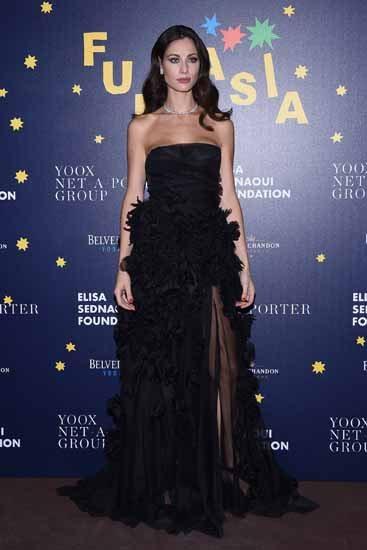 Marica Pellegrinelli, abito incantevole sotto le stelle a Milano