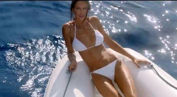 Bianca Balti super-modella nello spot davanti ai Faraglioni di Capri