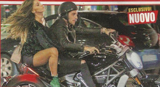 Belen Rodriguez ci ricasca: in moto senza casco con Andrea Iannone