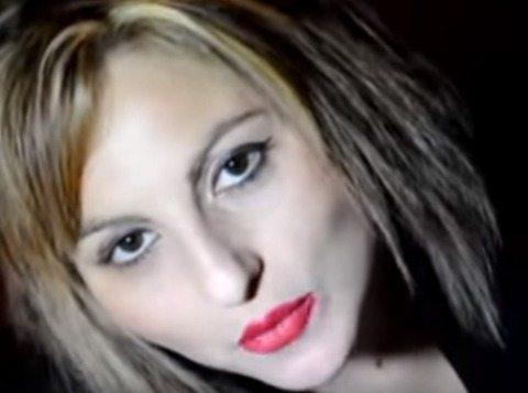 Lucia Caruso, cantante e madre di tre figli vola giù da un palazzo e muore