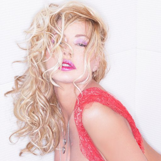 Valeria Marini, la Marilyn Monroe italiana compie 50 anni
