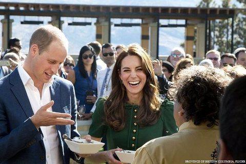 D&G mette in vendita l'abito indossato da Kate Middleton: ecco quanto costa
