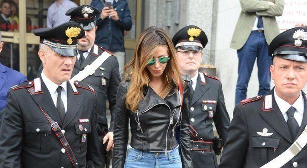 Belen scortata da quattro carabinieri al processo Corona: esposto Codacons alla Corte dei Conti