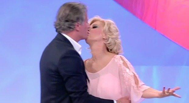 """""""Tina Cipollari e Giorgio Manetti stanno insieme""""? Lo scoop a Uomini e Donne"""