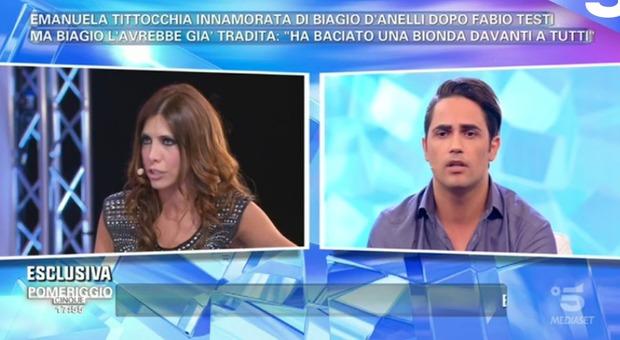 Emanuela Tittocchia e Biagio D'Anelli, bagarre in diretta. L'attrice: «Lui mi ha tradito». L'ex gieffino: «Lei si è baciata con un paparazzo»