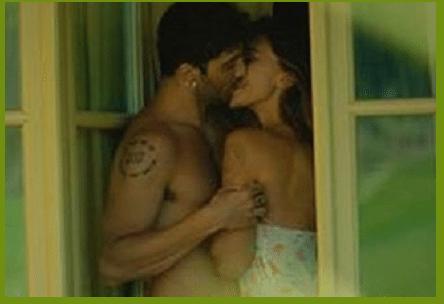 """""""I tuoi baci mi traboccano"""": la dedica di Belen al suo Andrea Iannone"""