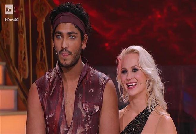 Ballando con le stelle, gli occhi di ghiaccio di Akash Kumar frutto della chirurgia? Come averli