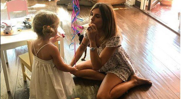 """Elisabetta Canalis, compleanno in ritardo per Skyler Eva: """"Li faceva il 29 Settembre"""""""