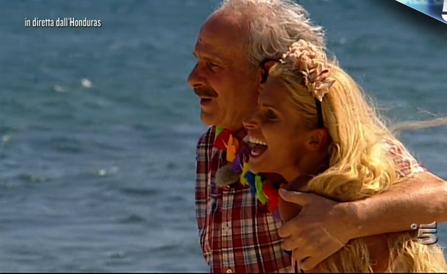 Isola, sorpresa per Francesca Cipriani che in lacrime abbraccia il papà