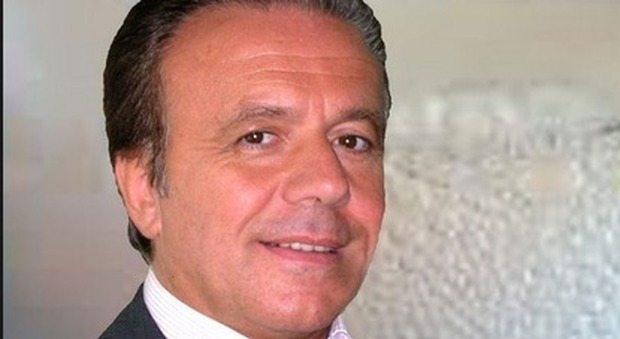 Bicarbonato ai malati per curare i tumori: chi è Tullio Simoncini, l' oncologo condannato