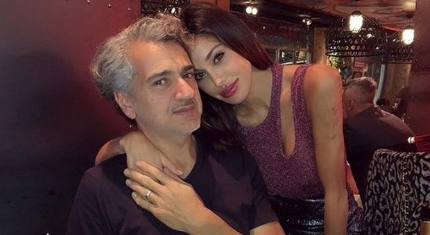 Belen Rodriguez, il papà Gustavo fuori controllo a Milano: «Urla e lancia oggetti dal balcone», le telefonate al 112