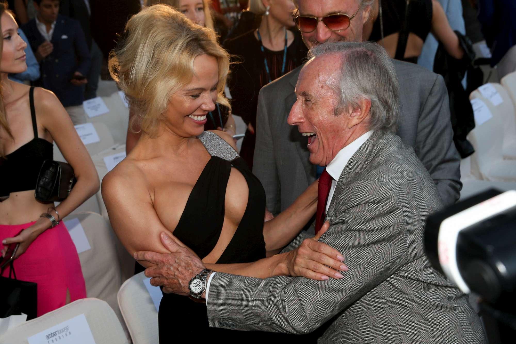 Pamela Anderson incontenibile e hot: è lei la regina della Costa Azzurra