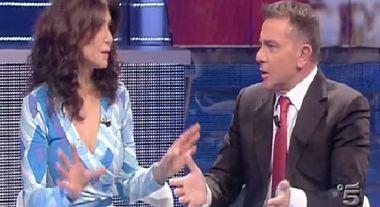 """Domenica Live, Il """"bacio"""" galeotto tra Iannoni e una bionda misteriosa: scambio di accuse da Barbara D'Urso"""