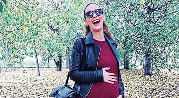 """Melita Toniolo, emergenza pancione: """"Altro che 7 dicembre, qui non manca molto!"""""""