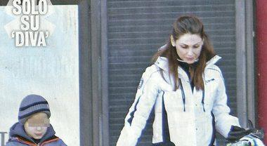 """Anna Tatangelo single, """"fuga"""" sulle nevi col figlio Andrea mentre Gigi D'Alessio rimane a casa"""