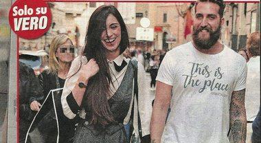"""Lorella Boccia, baci e shopping col fidanzato Niccolò Presta: """"E' il figlio dell'agente tv Lucio"""""""