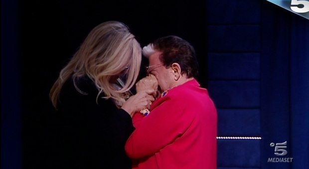 Cristiano Malgioglio in lacrime dopo la sorpresa di Mara Venier