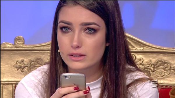 Nilufar piange a Uomini e Donne: