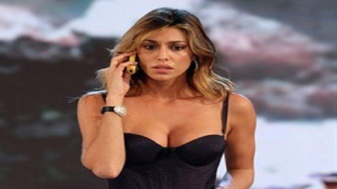 Belen Rodriguez è incinta? Arriva la foto con il pancino