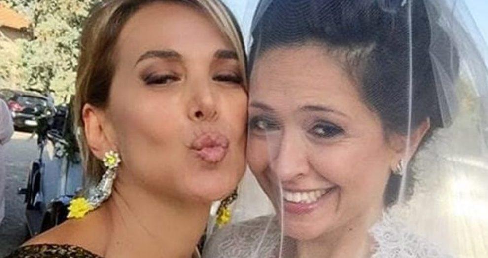 Barbara D'Urso, lacrime a Domenica Live mentre intervista la sorella Eleonora: «Non ci parlavamo più»