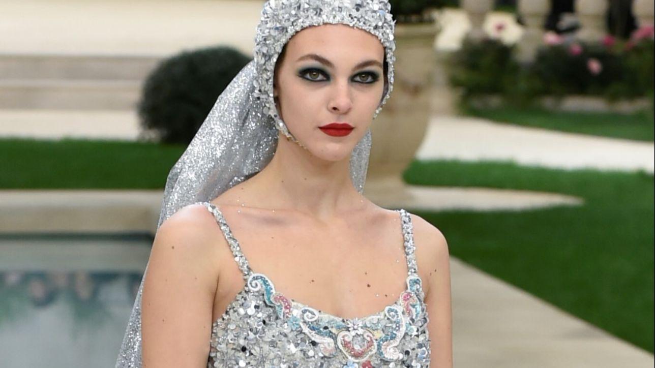 Chanel omaggia l'Italia: Mina in giardino, la super top è di Brescia