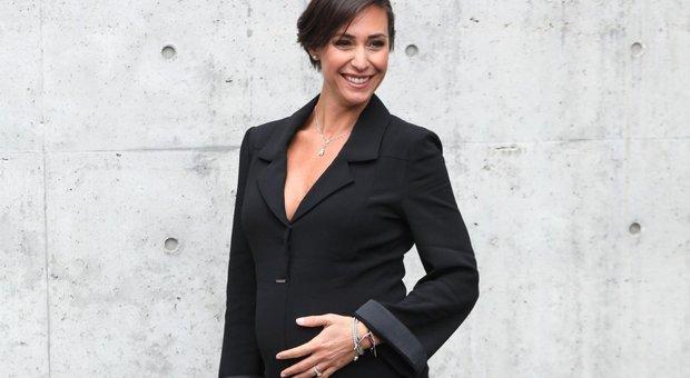 Flavia Pennetta col pancione incanta alla Milano Fashion Week: bellissima con i tacchi a spillo