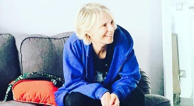 Maria De Filippi compie 58 anni, i teneri auguri su Instagram: «Potresti volare e invece cammini...». Ecco di chi si tratta