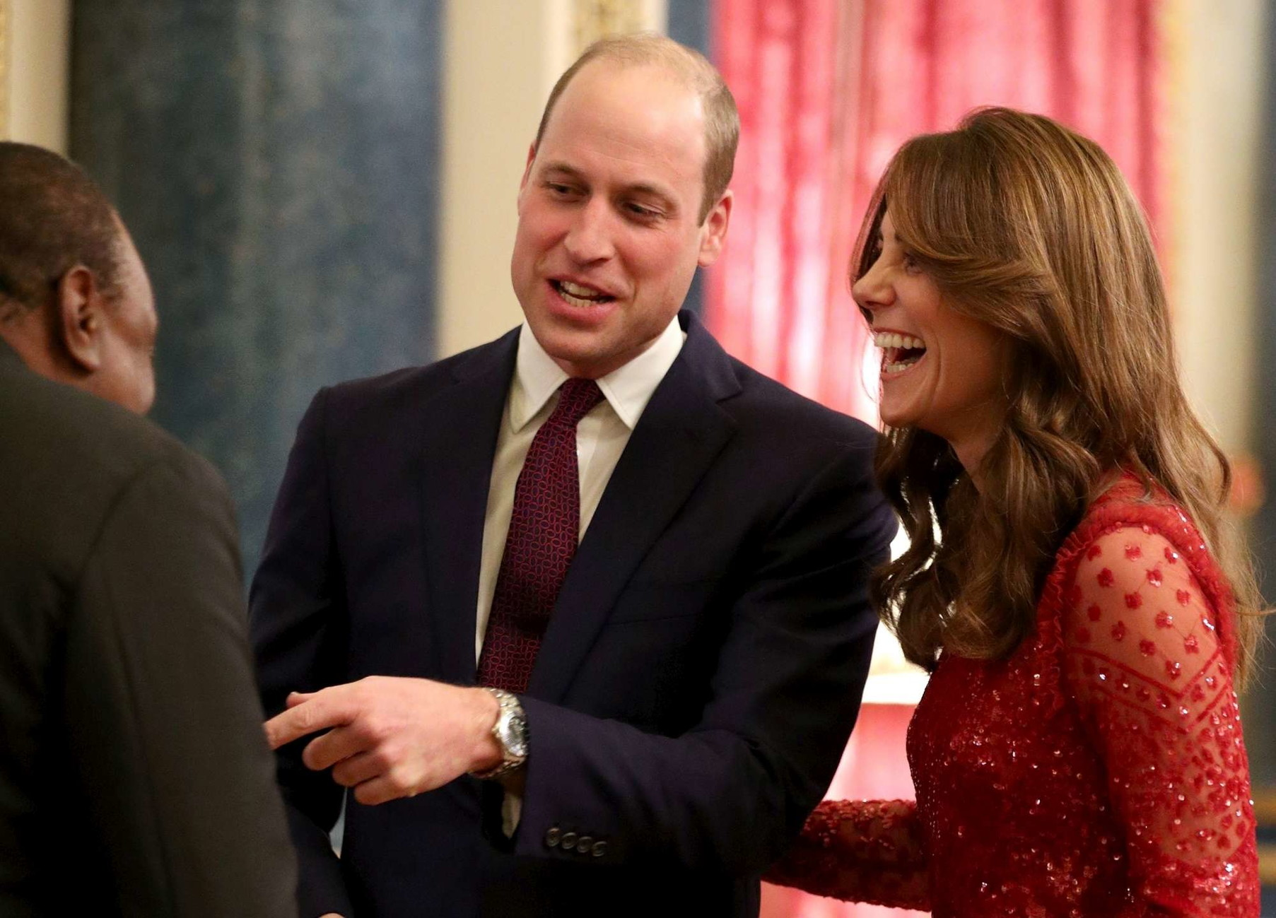 Harry parte, Kate e William se la ridono alla festa sfavillanti