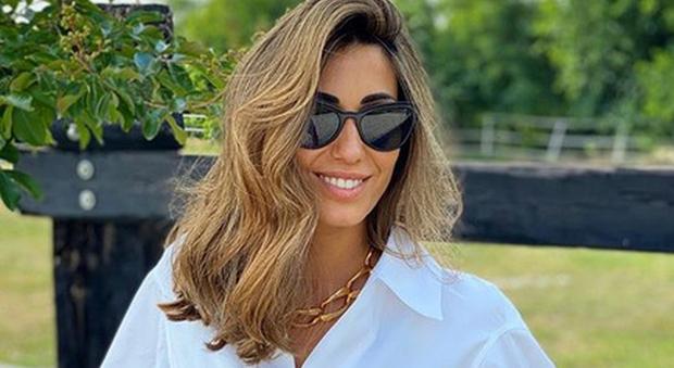 Federica Nargi bionda, ma il cambio di look non piace ai fan: «Stavi meglio mora»