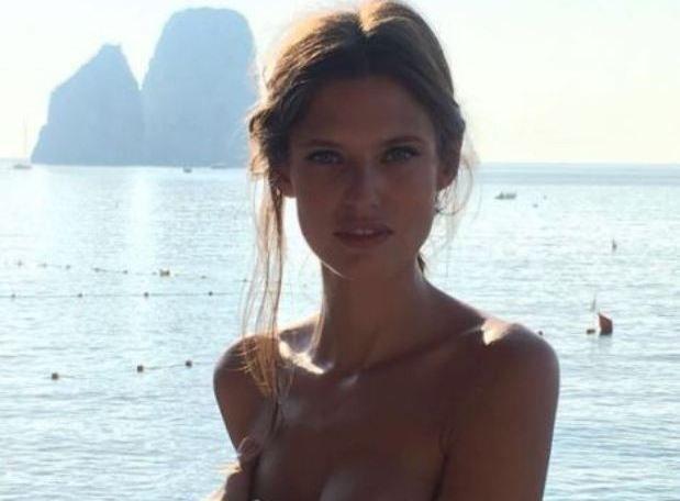 Foto Bianca Balti al mare fanno scaldare i social