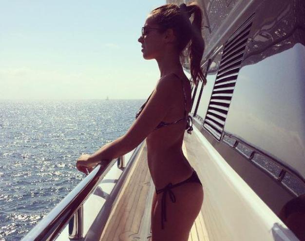 Alessia Reato foto da Ibiza in barca mentre prende il sole