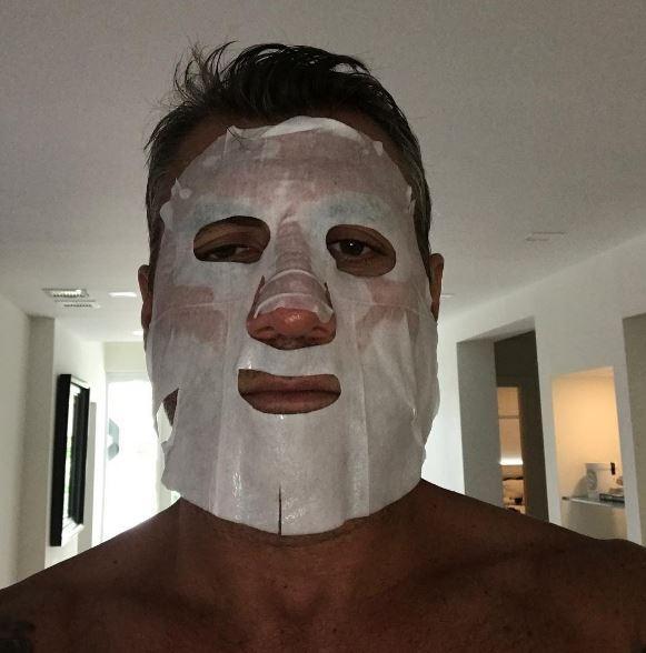 Christian Vieri, maschere di bellezza in bianco e nero