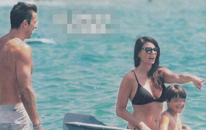 Buffon-D'Amico, dalla vacanza come due fidanzati al mare con famiglia allargata