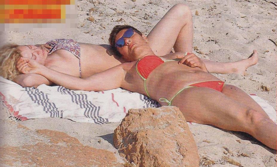 Eva Grimaldi, vacanza hot con Imma Battaglia
