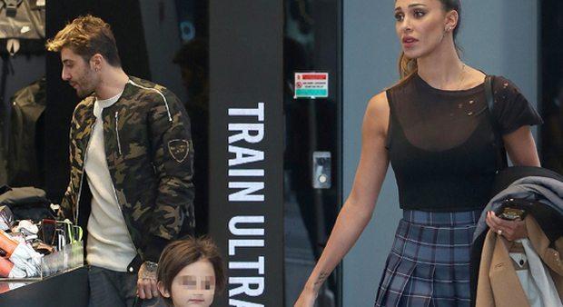 Belen Rodriguez, shopping con Santiago e Andrea Iannone