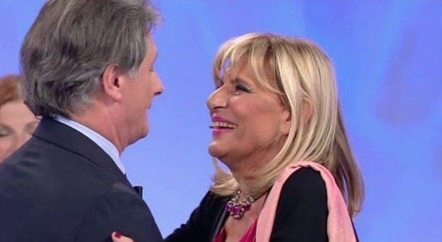 """Uomini e Donne, anticipazioni. Gemma Galgani e il messaggio segreto per Giorgio Manetti: """"Se mi baci poi..."""". Lo rivela Maria De Filippi"""