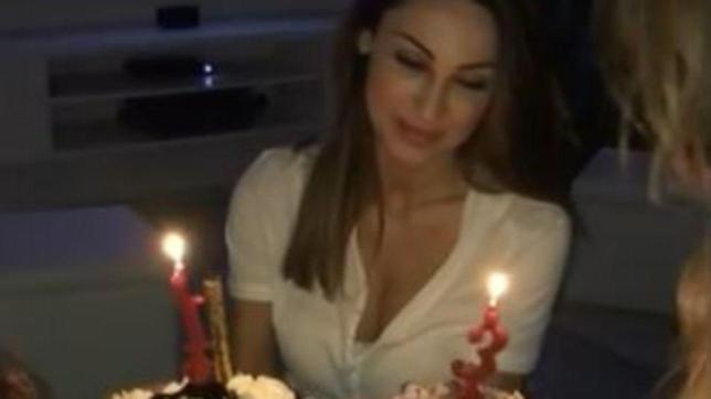 Anna Tatangelo spegne le candeline, ma lontana da Gigi
