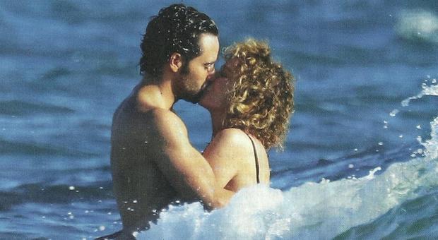 Valeria Golino e il fidanzato Fabio Palombi, primo bagno dopo il lockdown