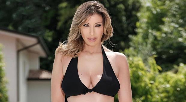 Sabrina Salerno, bomba sexy a 52 anni: la foto in bikini è da urlo