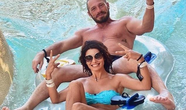 Samanta Togni in vacanza a Dubai, incidente per il marito Mario: «È stato punto...»