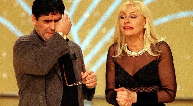 Raffaella Carrà: «Maradona, amico generoso. Sei sempre vivo nel mio cuore». L'ultimo messaggio per il compleanno