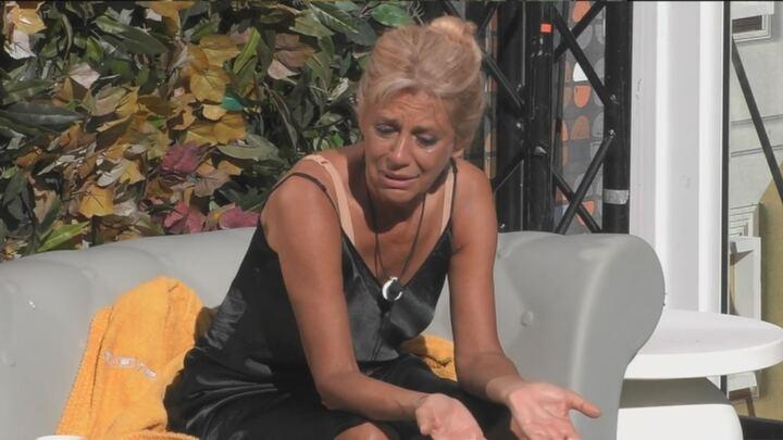 Gf Vip, l'umiliazione choc degli altri concorrenti a Maria Teresa Ruta. Lei scoppia a piangere. Fan furiosi: «Vergognatevi»