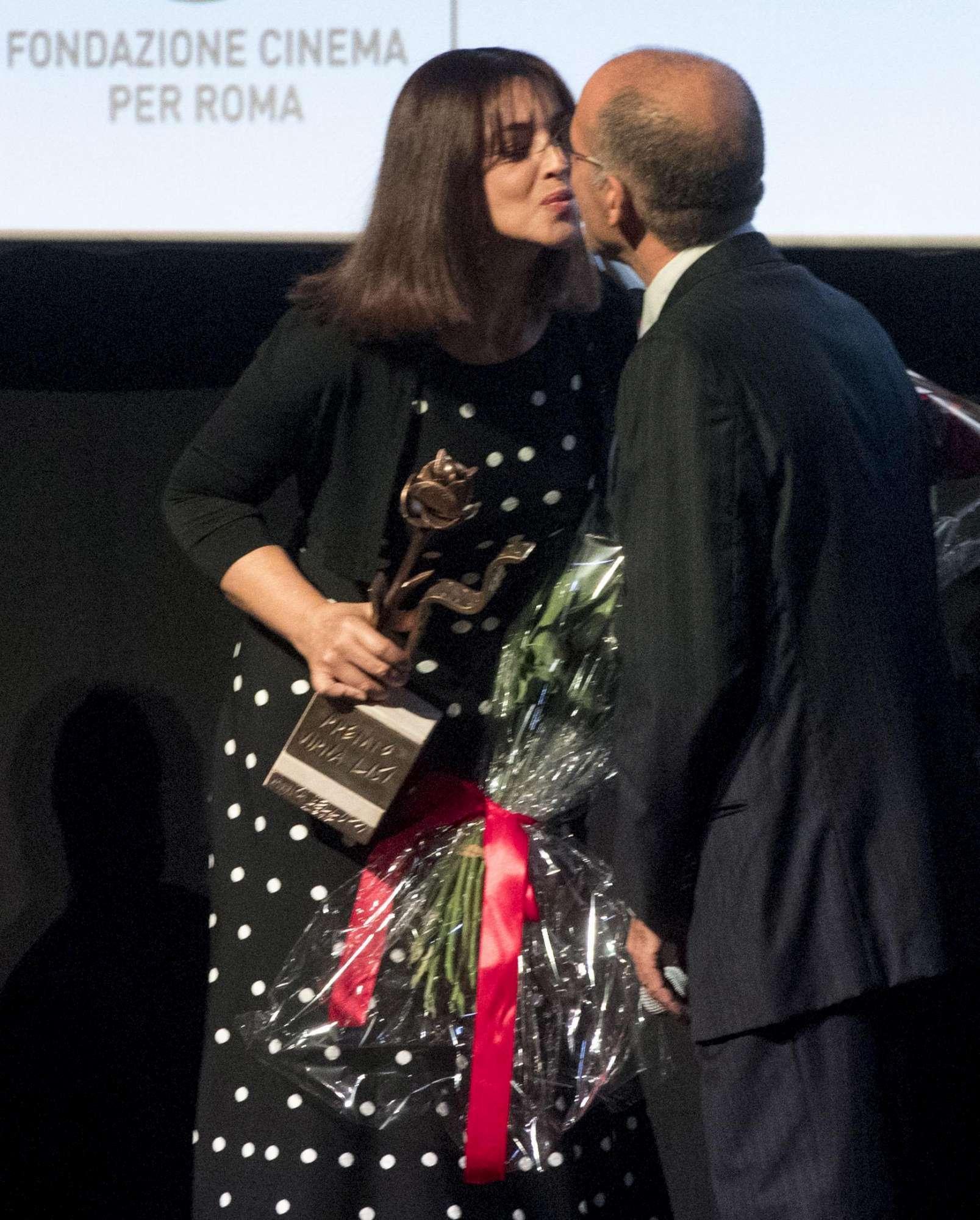 """Monica Bellucci, bacio a fior di labbra con Tornatore: """"E' il mio regista"""""""