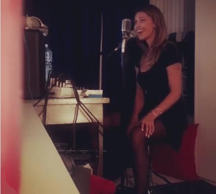 """Belen Rodriguez Karaoke con """"LE CALZE AUTOREGGENTI"""""""